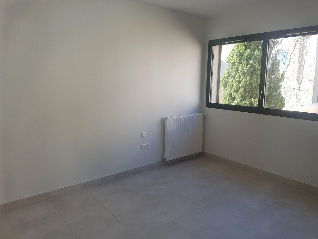 Appartement à louer 1 37m2 à Nîmes vignette-2