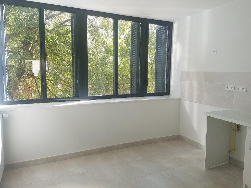 Appartement à louer 1 37m2 à Nîmes vignette-3