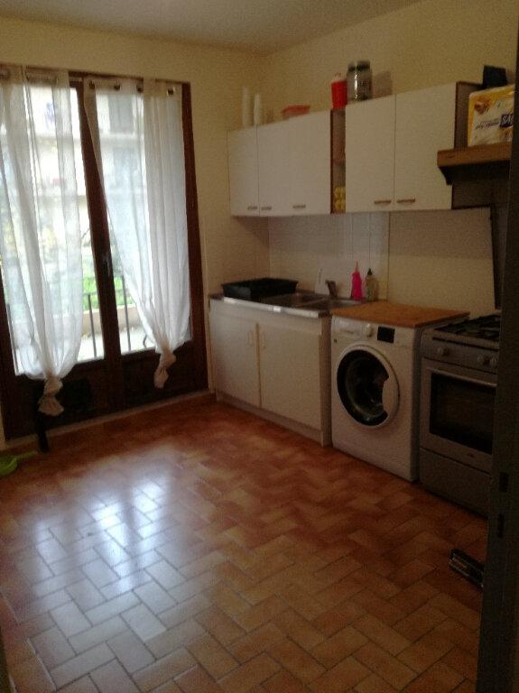 Appartement à louer 2 60.42m2 à Nîmes vignette-2