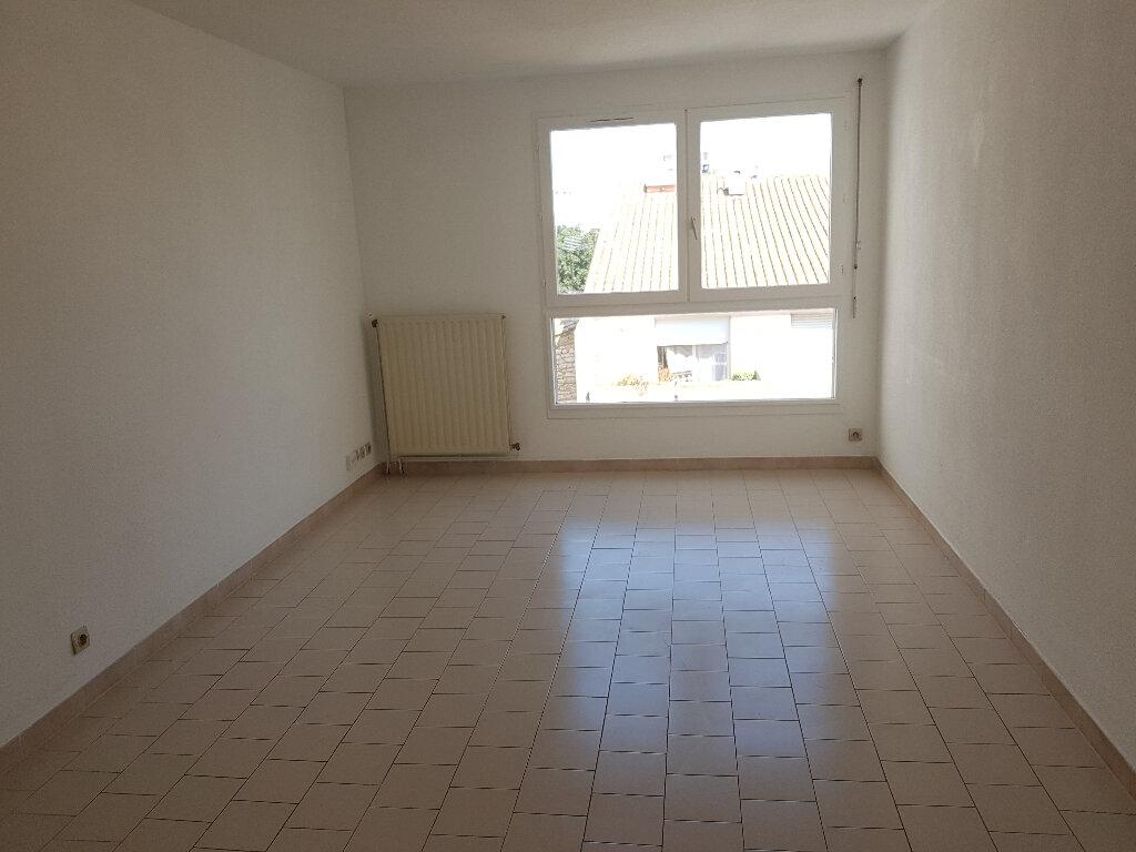 Appartement à louer 2 48m2 à Nîmes vignette-3