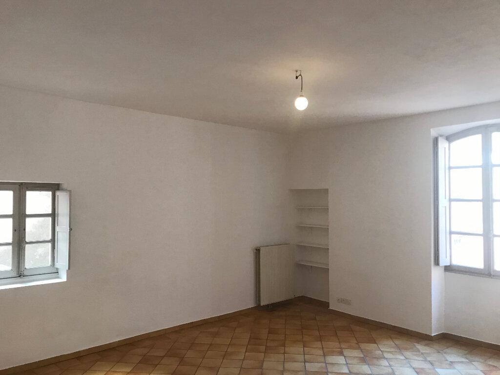 Appartement à louer 2 68m2 à Nîmes vignette-1