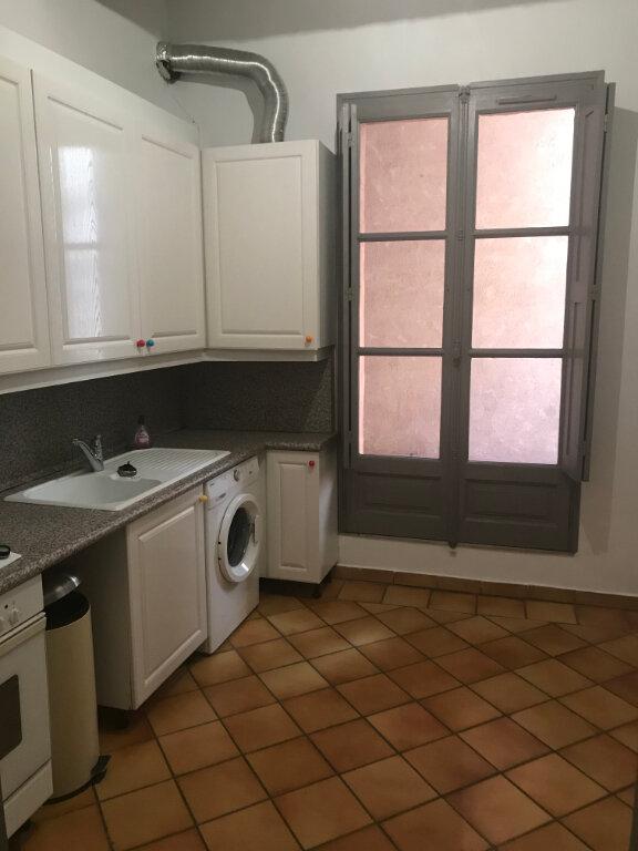 Appartement à louer 2 68m2 à Nîmes vignette-2