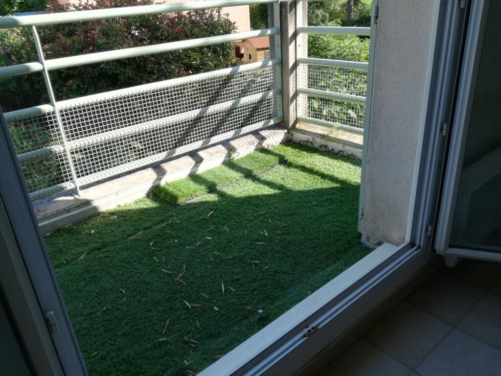 Appartement à louer 4 74m2 à Nîmes vignette-2