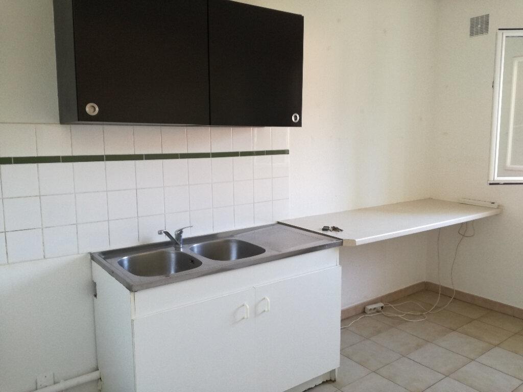 Appartement à louer 4 74m2 à Nîmes vignette-4