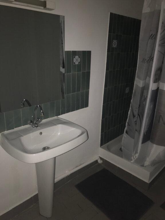 Appartement à louer 1 21m2 à Nîmes vignette-5