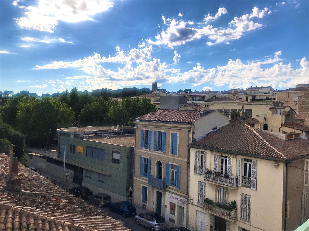 Appartement à louer 4 89.65m2 à Nîmes vignette-2