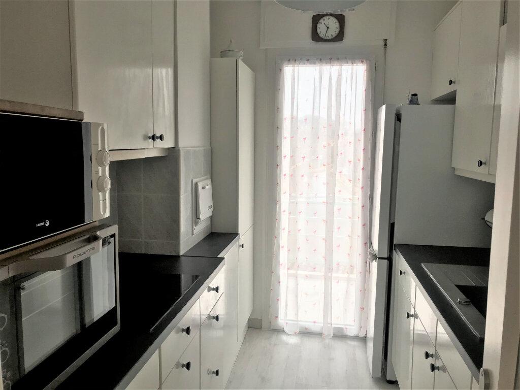 Appartement à louer 4 89.65m2 à Nîmes vignette-3