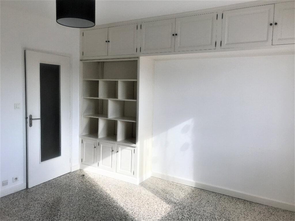 Appartement à louer 4 89.65m2 à Nîmes vignette-7