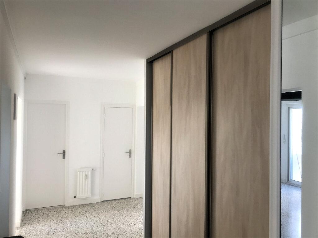 Appartement à louer 4 89.65m2 à Nîmes vignette-8