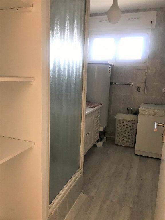 Appartement à louer 4 89.65m2 à Nîmes vignette-9
