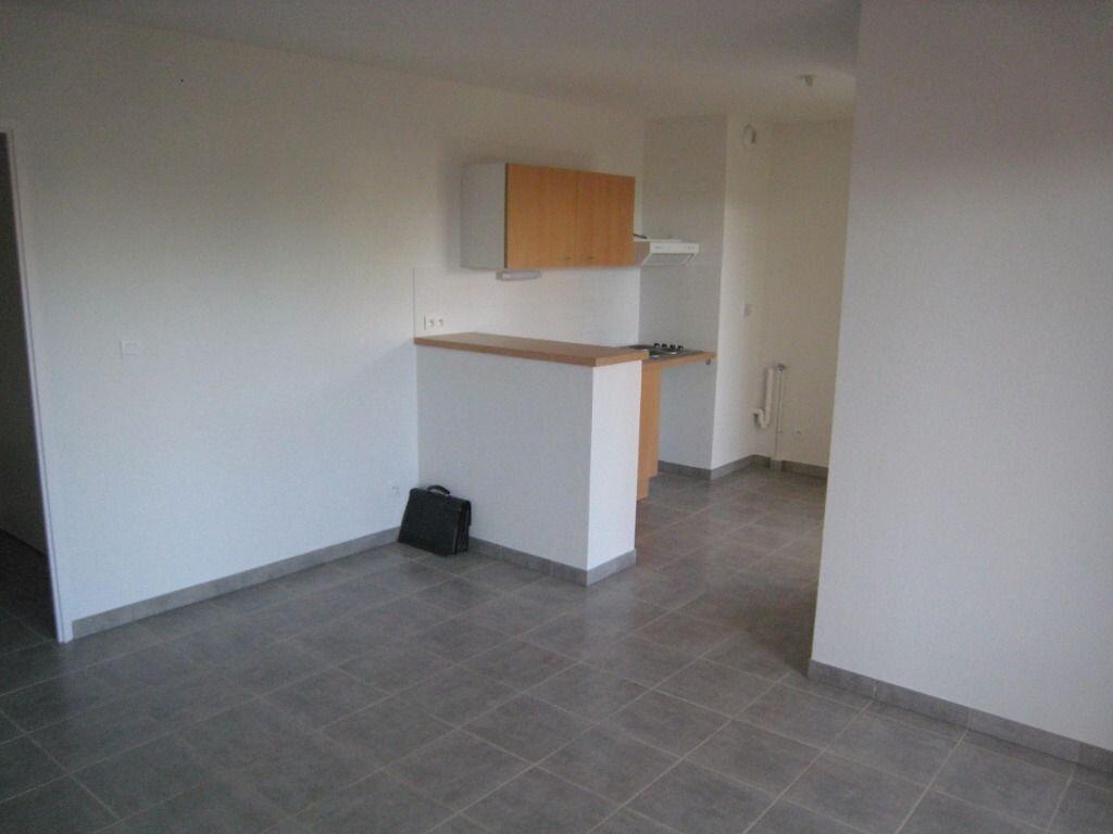 Appartement à louer 3 56m2 à Nîmes vignette-2