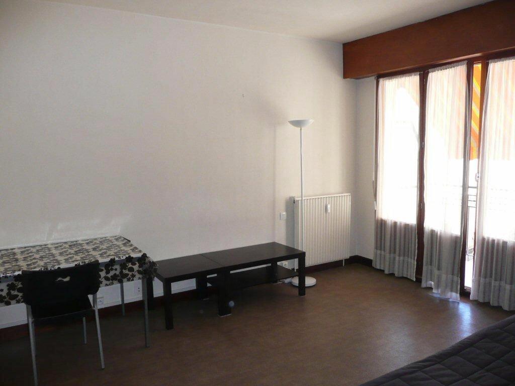 Appartement à louer 1 22m2 à Nîmes vignette-2