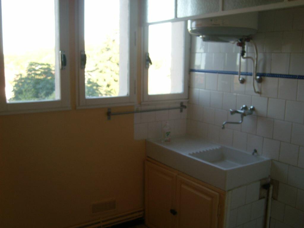Appartement à louer 4 67m2 à Nîmes vignette-1