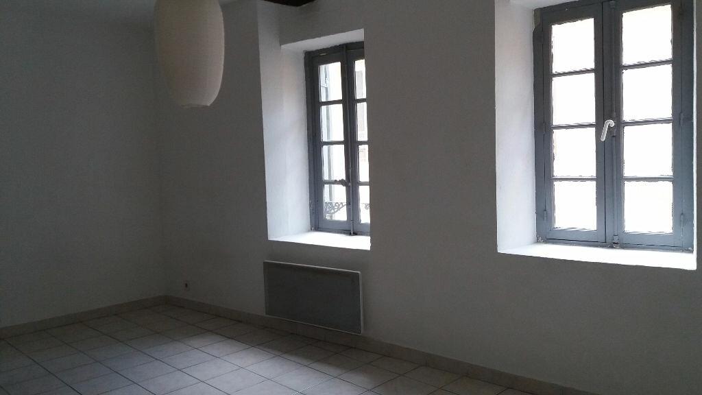 Appartement à louer 1 26m2 à Nîmes vignette-1