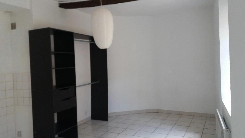 Appartement à louer 1 26m2 à Nîmes vignette-3
