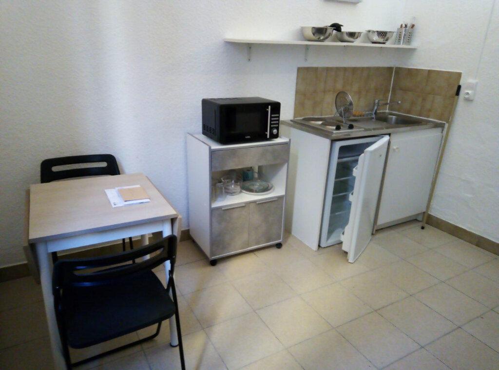 Appartement à louer 1 15m2 à Nîmes vignette-2