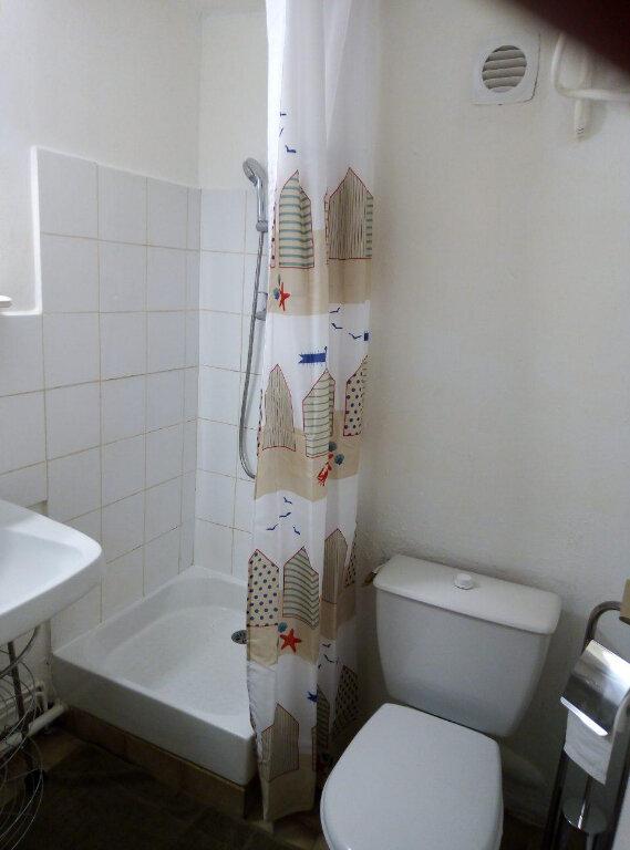 Appartement à louer 1 15m2 à Nîmes vignette-5