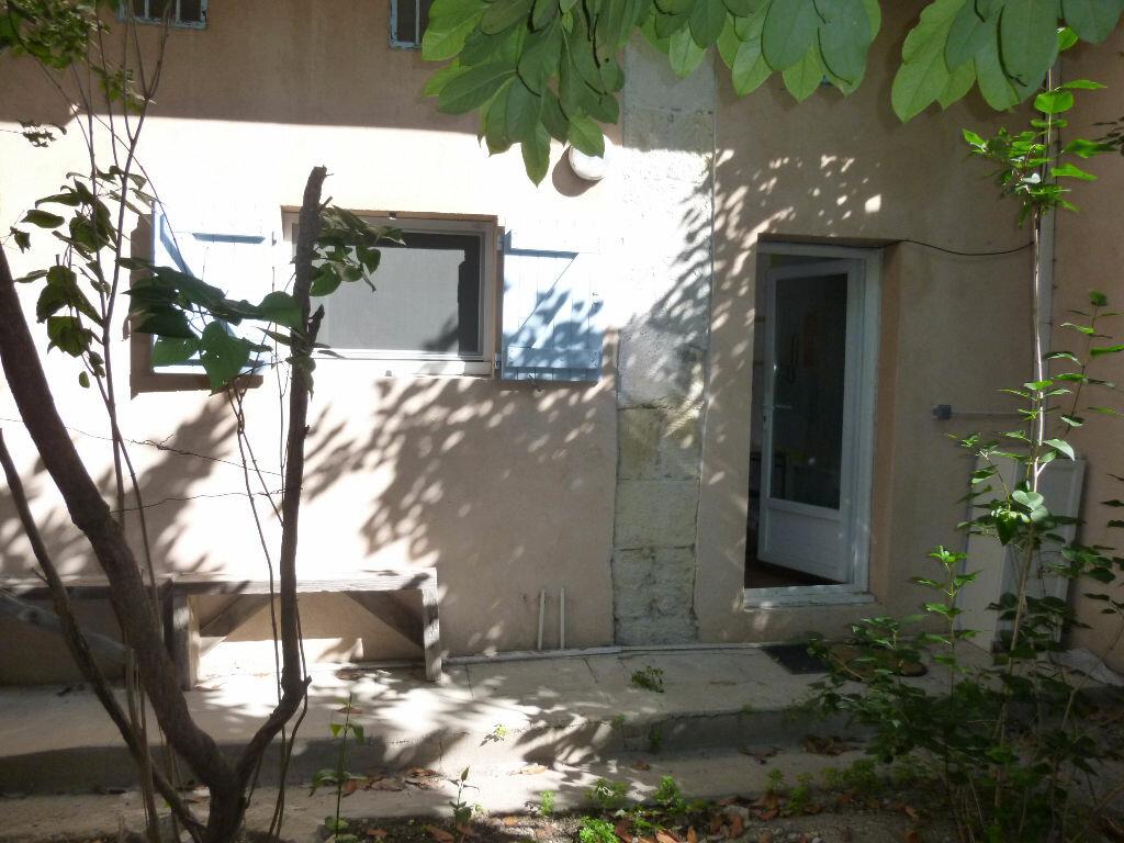 Appartement à louer 1 20m2 à Nîmes vignette-8