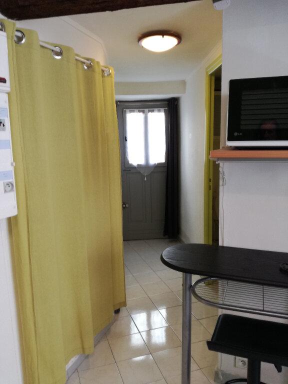Appartement à louer 1 22.5m2 à Nîmes vignette-1