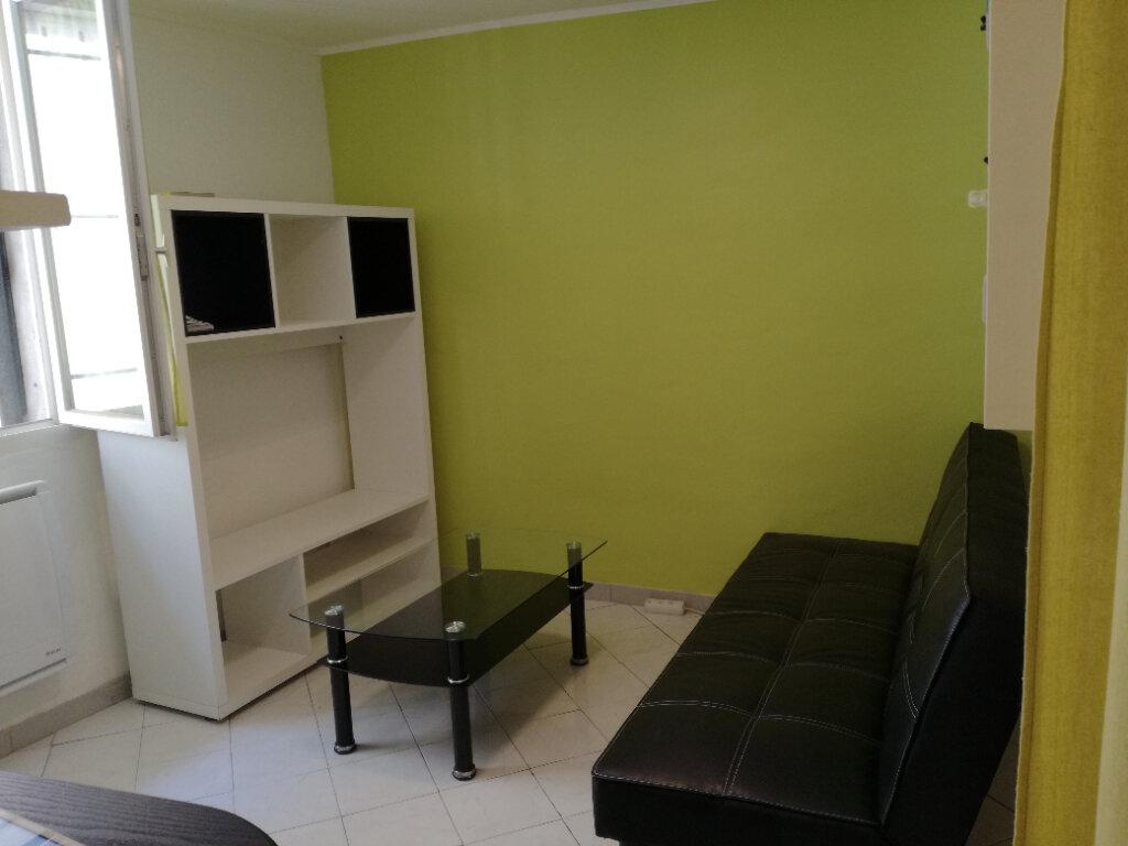Appartement à louer 1 22.5m2 à Nîmes vignette-2