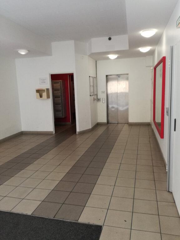 Appartement à louer 1 23m2 à Nîmes vignette-1