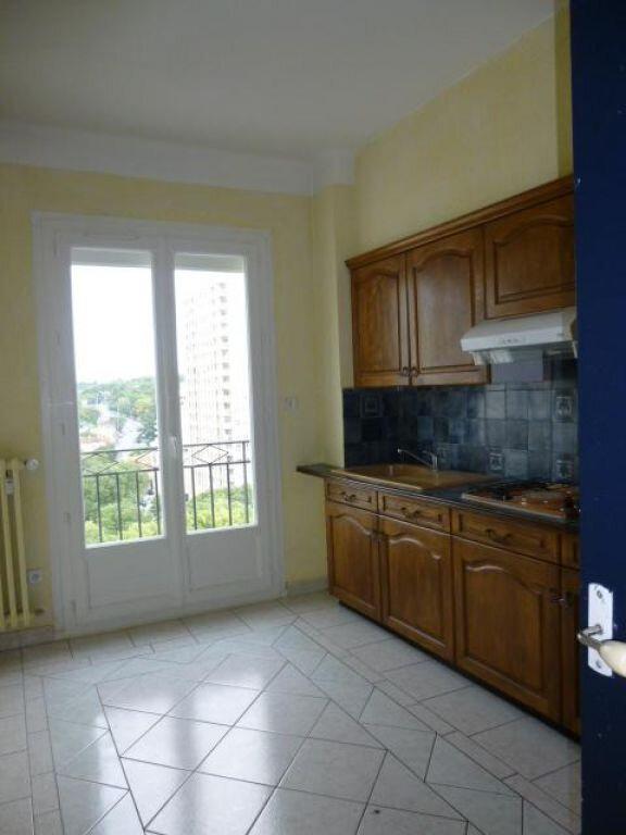 Appartement à louer 2 66m2 à Nîmes vignette-1