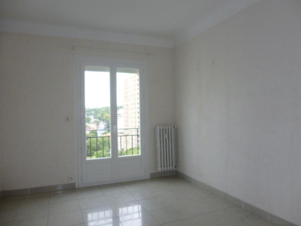 Appartement à louer 2 66m2 à Nîmes vignette-4