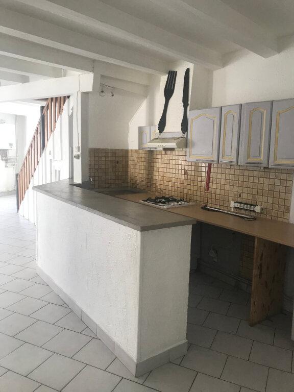Appartement à louer 4 91.37m2 à Nîmes vignette-1