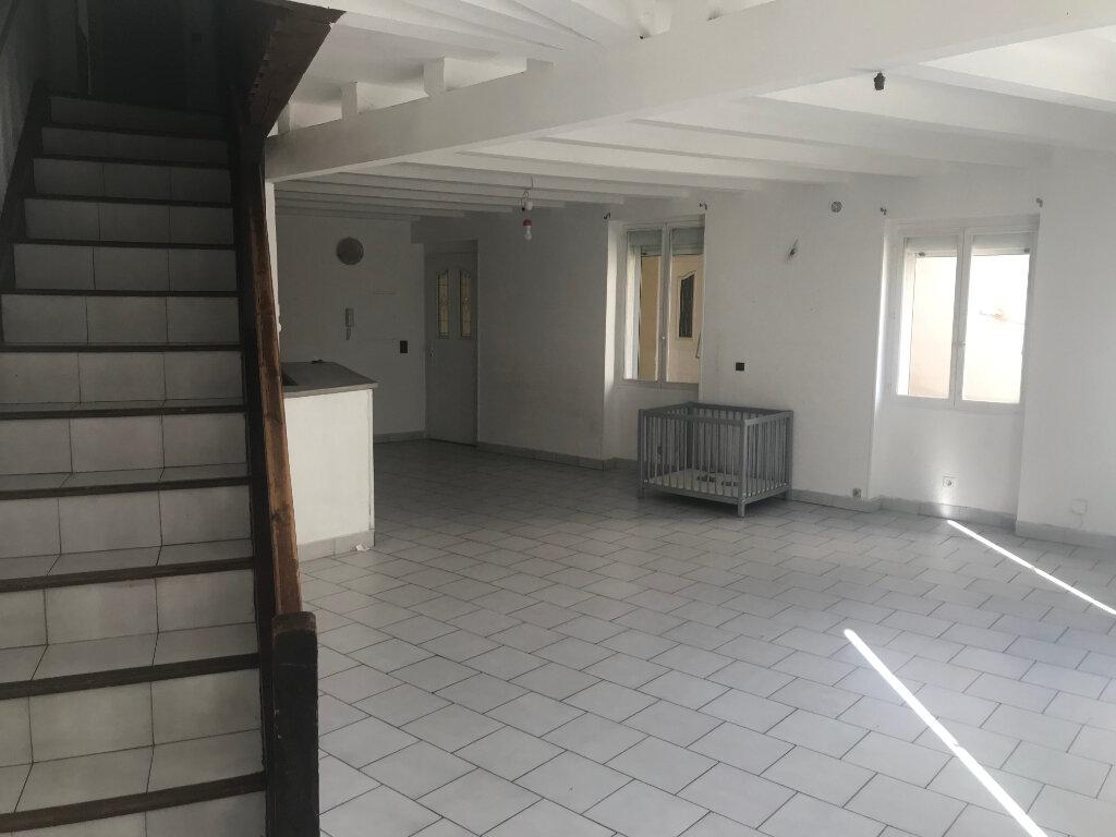 Appartement à louer 4 91.37m2 à Nîmes vignette-3