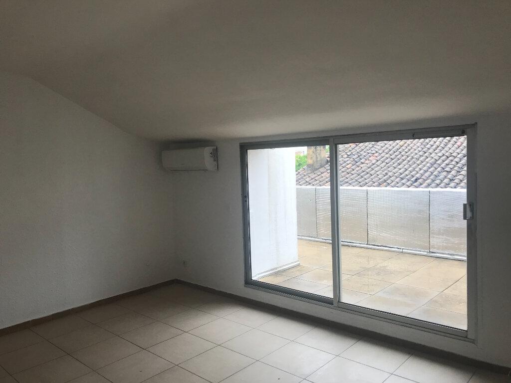 Appartement à louer 3 55m2 à Nîmes vignette-1