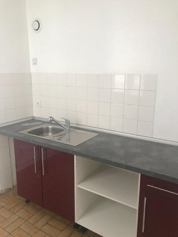 Appartement à louer 3 55m2 à Nîmes vignette-3