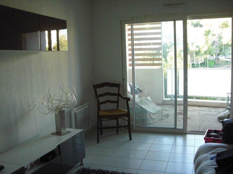 Appartement à louer 1 34m2 à Nîmes vignette-3