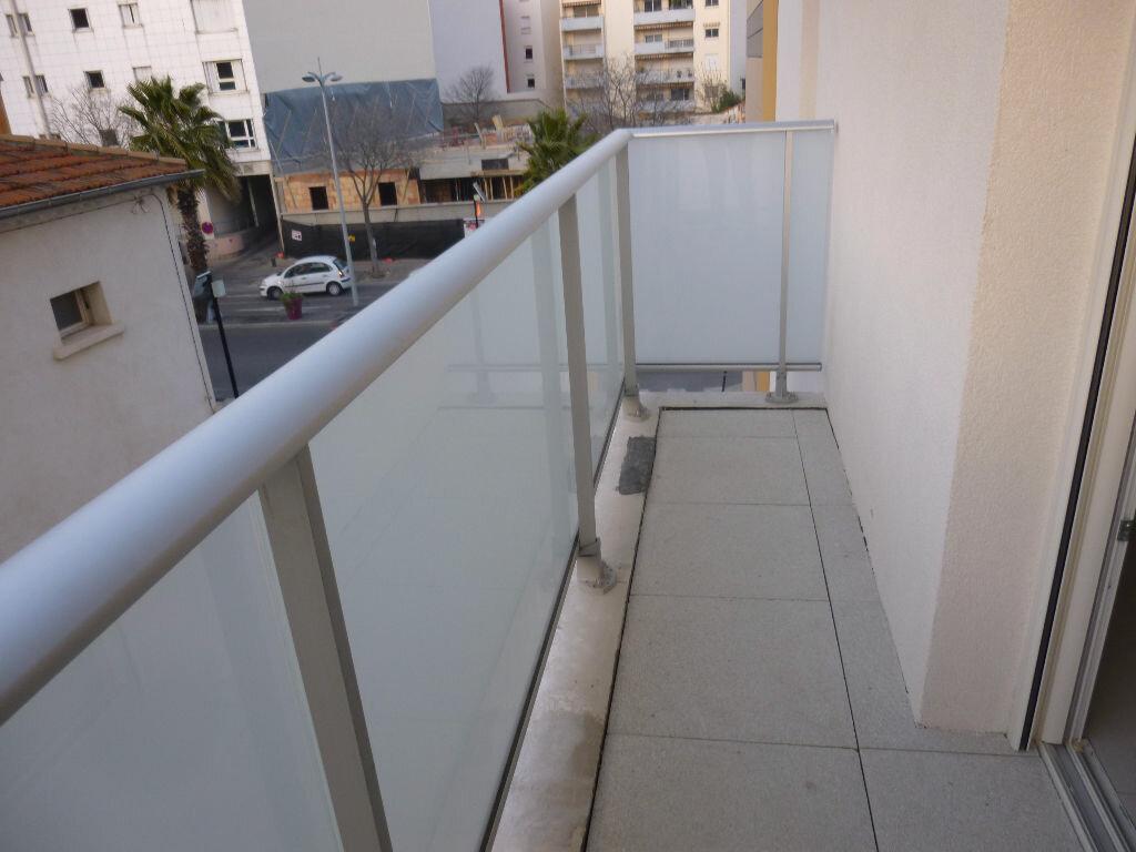 Appartement à louer 1 37.91m2 à Nîmes vignette-4