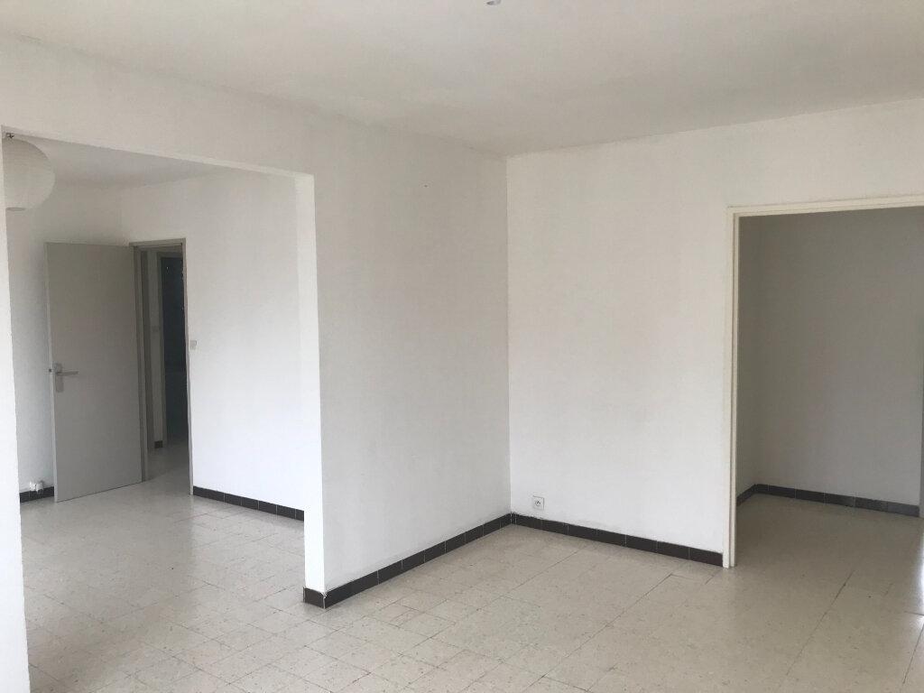 Appartement à louer 4 89.84m2 à Nîmes vignette-3