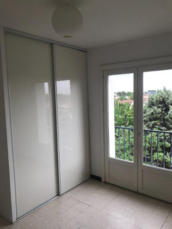 Appartement à louer 4 89.84m2 à Nîmes vignette-4