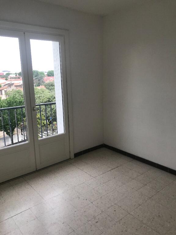 Appartement à louer 4 89.84m2 à Nîmes vignette-5
