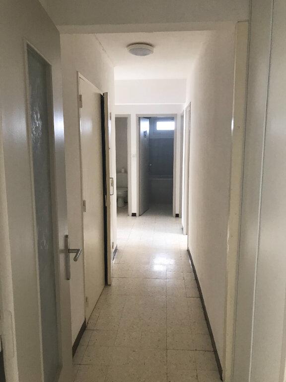 Appartement à louer 4 89.84m2 à Nîmes vignette-6