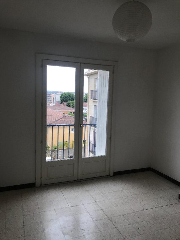 Appartement à louer 4 89.84m2 à Nîmes vignette-7