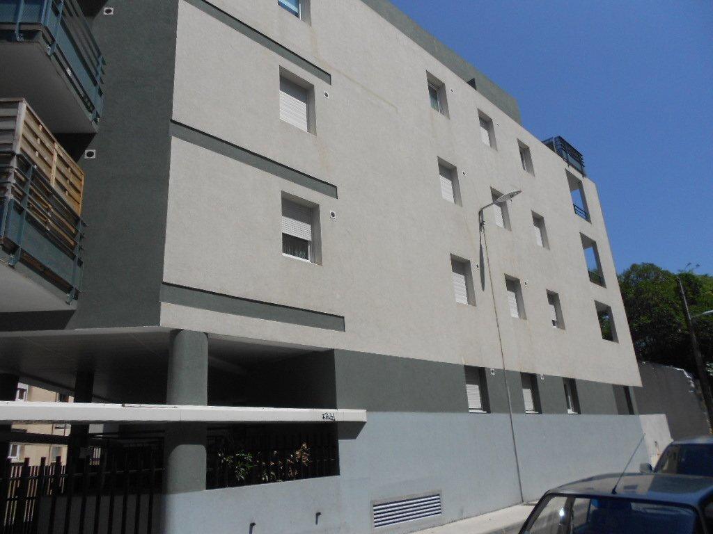 Appartement à louer 2 46.8m2 à Nîmes vignette-1