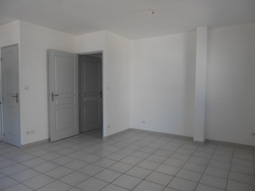 Appartement à louer 2 46.8m2 à Nîmes vignette-3