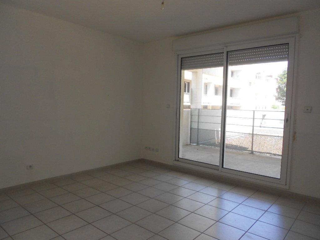 Appartement à louer 2 46.8m2 à Nîmes vignette-4