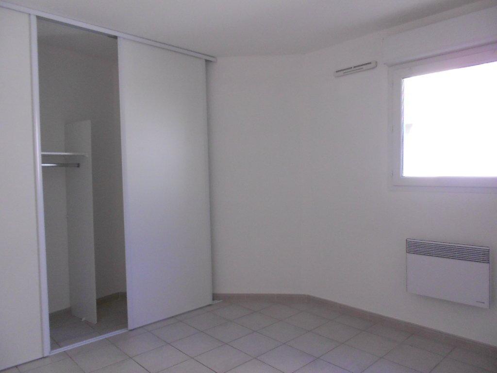 Appartement à louer 2 46.8m2 à Nîmes vignette-5