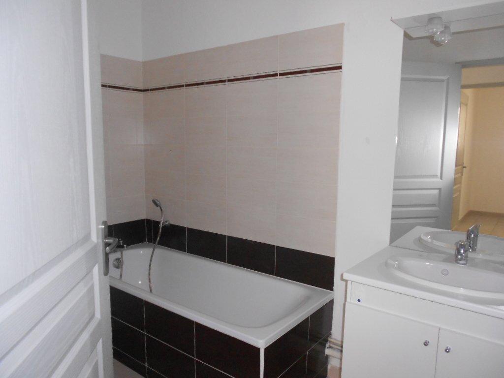 Appartement à louer 2 46.8m2 à Nîmes vignette-6