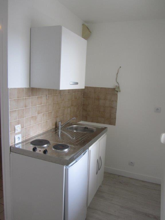 Appartement à louer 1 28m2 à Pontault-Combault vignette-2