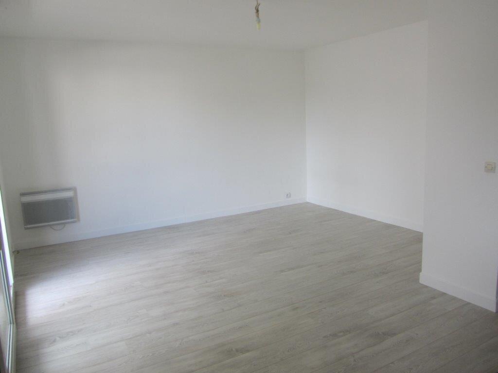 Appartement à louer 1 28m2 à Pontault-Combault vignette-4