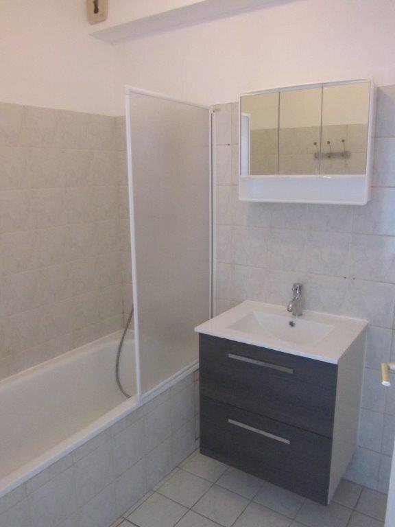 Appartement à louer 1 28m2 à Pontault-Combault vignette-5