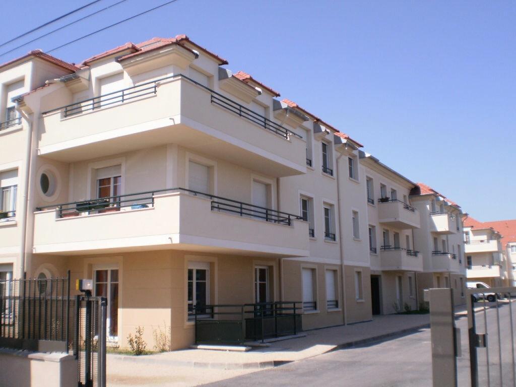 Appartement à louer 2 48m2 à Pontault-Combault vignette-1