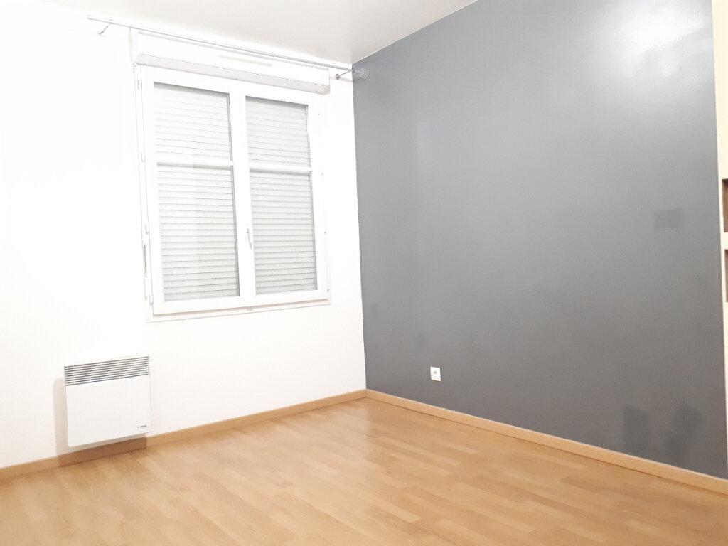 Appartement à louer 2 48m2 à Pontault-Combault vignette-4