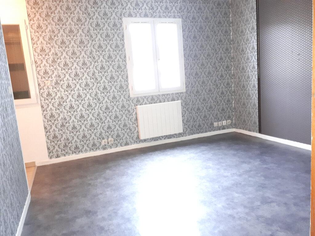 Appartement à louer 1 17.57m2 à Pontault-Combault vignette-1