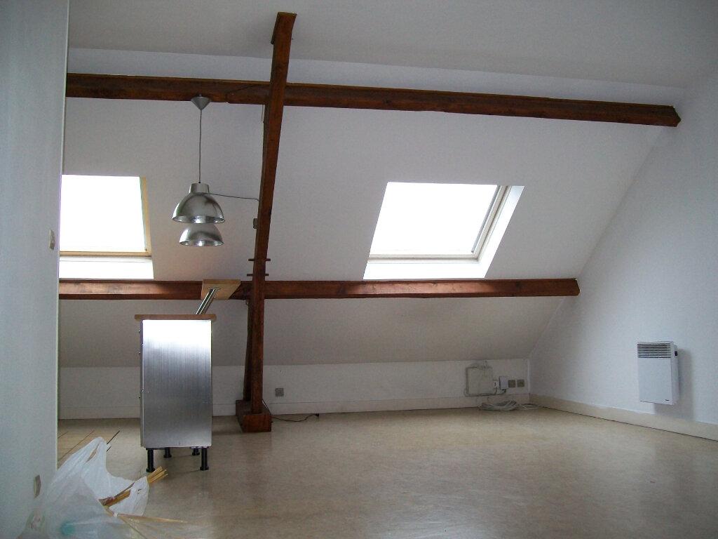 Appartement à louer 1 28m2 à Pontault-Combault vignette-3